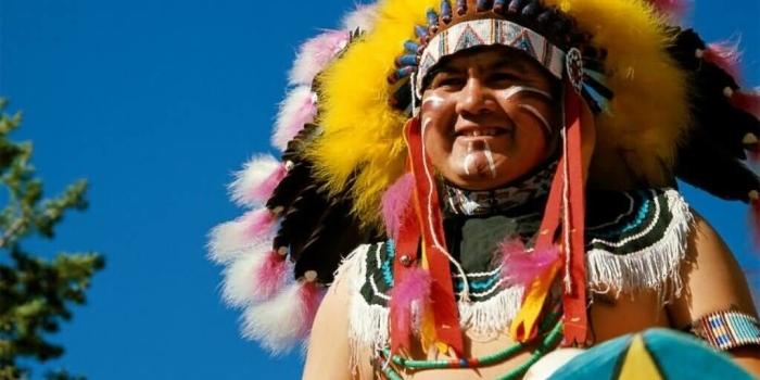 Індіанці в США запрошують туристів покурити
