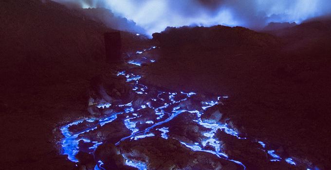 Єдиний у світі синій вулкан